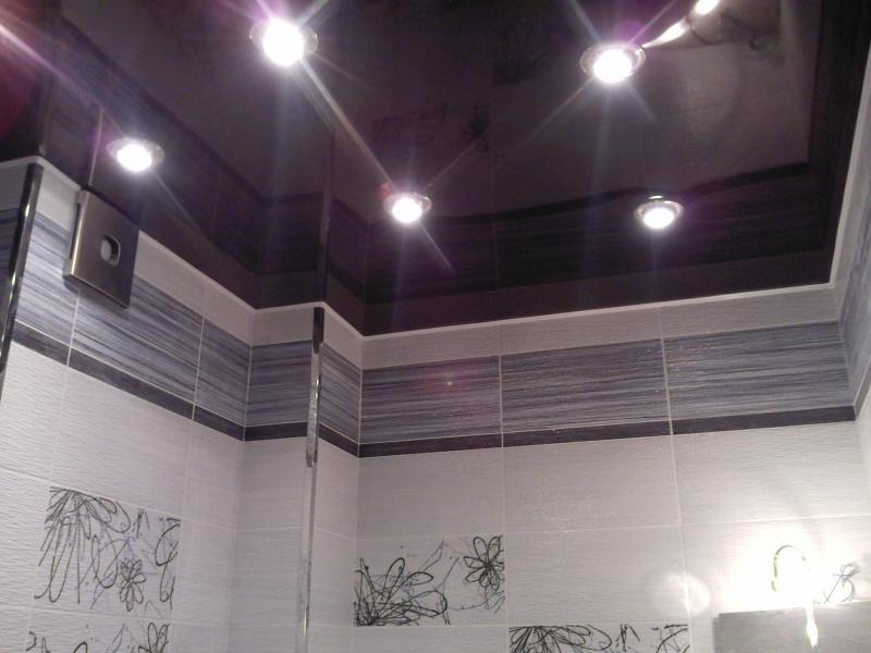 навесные потолки в ванной