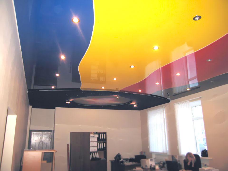 Палитра натяжных потолков: черный, белый, голубой, красный