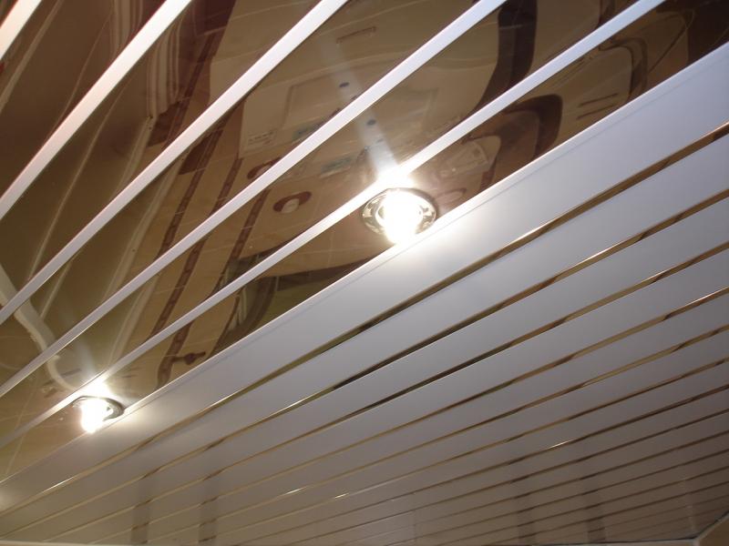 Русский реечный натяжной потолок