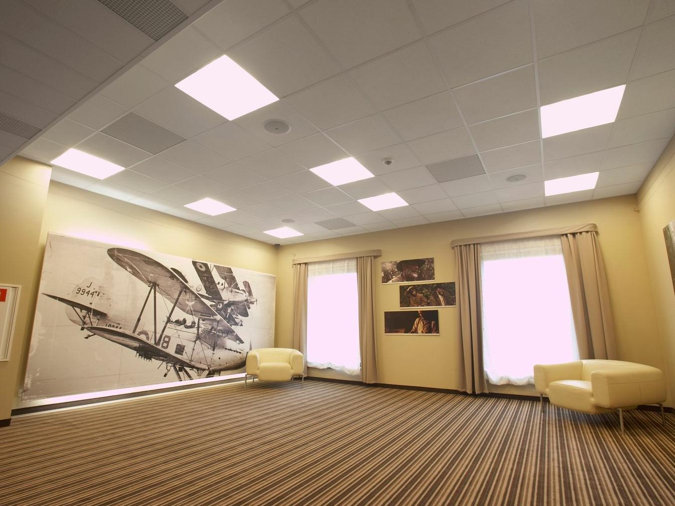 Натяжные потолки для спален